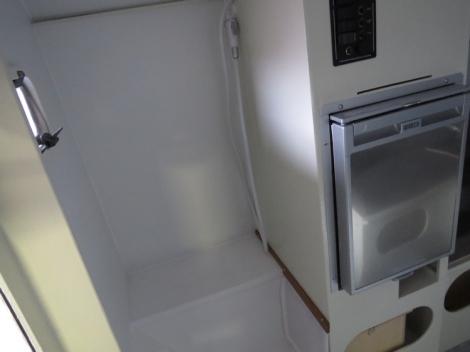 douche dans la cellule TIPI4x4 180 LS voyage