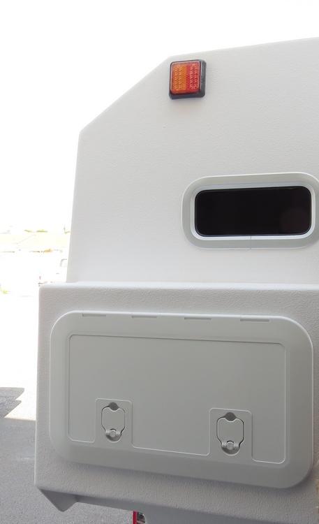 coffre et hublot arrière sur cellule TIPI4x4 180 LS